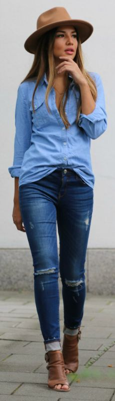 376ce605e Consuelo Paloma shows us exactly how double denim should be worn with this  cute… Viernes