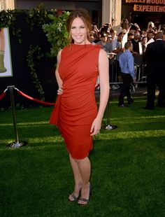 Lovely Colour And Classy Fit Actress Jennifer Garner Arrives At The Premiere Of Walt Disney Pictures Odd Life Timothy Green Held El