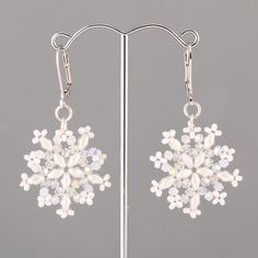 Free Beading Pattern - Beaded Snowflakes with SuperDuo Beads and Swarovski Elements featured in Bead-Patterns.com Newsletter!