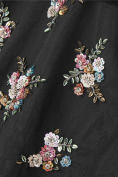 New embroidery floral shirt blouses Ideas Zardosi Embroidery, Hand Work Embroidery, Bead Embroidery Jewelry, Shirt Embroidery, Embroidery Fashion, Floral Embroidery, Beaded Embroidery, Embroidery Patterns, Simple Embroidery Designs