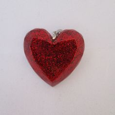 A lovely sparkly resin pendant filled with red glitter. This lovely necklace will arrive on a 20 inch silver plated chain (chain can be alter for no extra cost). #htlmp #britcraft #hmuk #craftbuzz #gotshop #gotshophr #readytoship #handmade #jewellery #resin #red #glitter #heart #sparkly #love #pendent #MothersDay #ValentinesDay