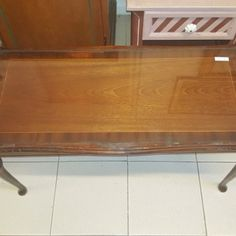 taula-baixa-de-fusta-amb-vidre-94x45x46 20€