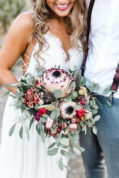Boho Brautstrauß Eukalyptus Blüten farbenfroh Brautkleid Rue de Seine Bohemian Braut