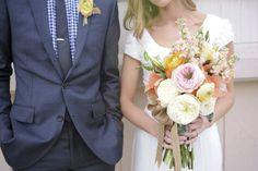 Bouquet de la mariée - Forme tres intéressante (moins ronde) et ruban!! Tres beau!