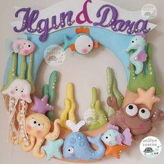 Ilgın & Dora ikizler icin modelin orjinali girassois magicos a aittir Felt Wreath, Felt Garland, Felt Ornaments, Felt Crafts Diy, Crafts For Kids, Felt Fish, Felt Mobile, Felt Baby, Felt Patterns