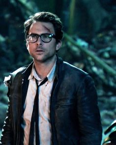 Charlie Day in Pacific Rim Charlie Day, Men's Leather Jacket, Pacific Rim, Cute Faces, Beautiful People, Beautiful Boys, I Movie, Sunnies, Oops Celebrity