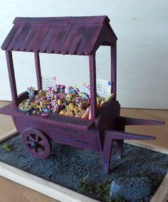 MINIVITRI - Muriel a réalisé une calèche charette en bois qui ttransporte de la viennoiserie, des sucreries, boissons et confitures... échelle 1/12ème