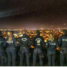 Çevik kuvvet sokaklarda, yatamaz hiç yataklarda... Jalaluddin Rumi, Army Women, I Am The One, Law Enforcement, Eminem, Istanbul, Military, War, History