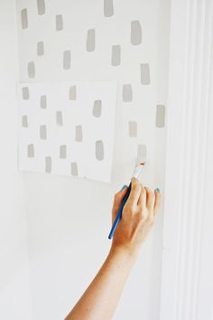 25 Super Stylish Accent Walls You Can Create On Your Own! 2019 Easy door update and statement wall! Love this (click through for tutorial) The post 25 Super Stylish Accent Walls You Can Create On Your Own! 2019 appeared first on Nursery Diy. Diy Wall Painting, Painting Wallpaper, Wall Paintings, Hand Painted Wallpaper, Bedroom Wallpaper, Painting An Accent Wall, Painting Designs On Walls, Sponge Painting Walls, Modern Paintings