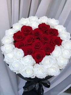 Montreal Botanical Garden, Luxury Flowers, Flower Bouquets, Beautiful Roses, Ariana Grande, Red Roses, Floral Arrangements, Wallpapers, Star