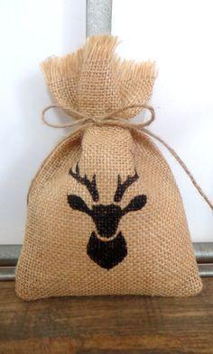 10 Rustic burlap favor bag deer head, jute favour bag for birthday, wedding, and all kind of rustic party, 10 pieces, favor jute sack de Holaweddings en Etsy