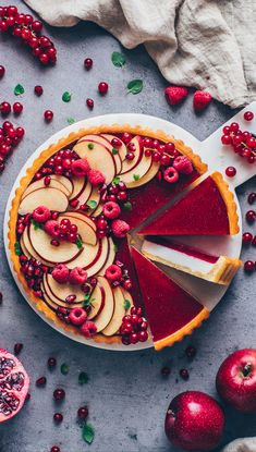 Vegan Panna Cotta Tart with Jelly - Vegan Cheesecake Recipes Delicious Vegan Recipes, Delicious Desserts, Yummy Food, Sweet Pie, Sweet Tarts, Köstliche Desserts, Dessert Recipes, Vegan Panna Cotta, Homemade Pastries