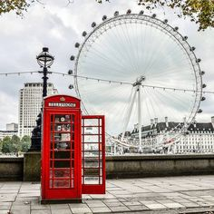 London calls ☎️ - Informations About London ruft ☎️ an - Cristina Radermacher Urlaub London Eye, London Photography, Travel Photography, London Fotografie, Places To Travel, Places To Visit, Holidays In England, London Landmarks, City Aesthetic