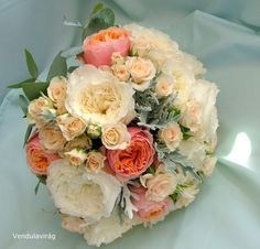 Vintage menyasszonyi csokor vegyes virágokkal