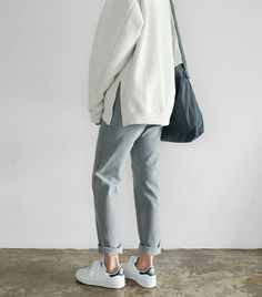 Trendy How To Wear Adidas Pants Outfit Minimal Chic Mode Outfits, Casual Outfits, Fashion Outfits, Womens Fashion, Fashion Trends, Fasion, Fall Outfits, Normcore Fashion, Uni Outfits