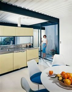 Case Study House #21. Architect Pierre Koenig. Click on the image do see 5 mid-century dining areas that will inspire you.