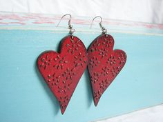 Heartshaped bloodred earrings floral ornament pattern by Grimme