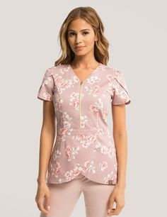 Tulip Top in Rosewood Blush is a contemporary addition to women's medical scrub outfits. Shop Jaanuu for scrubs, lab coats and other medical apparel. Top Gris, Lab Coats For Men, Stylish Scrubs, Scrubs Outfit, Cute Scrubs Uniform, Medical Uniforms, Medical Scrubs, Dental Scrubs, Womens Scrubs