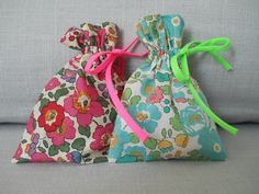 Simple bags filled with potpourri to perfume your clothes or room.