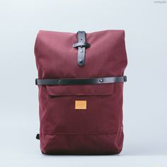 Roll-top backpack. Versatile, lightweight and durable. It lets carry everything you need to spend the day away, without sacrificing aesthetics or functionality. Designed and handcrafted in Spain.