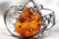 Amber jewelry .... Yes please