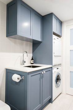 If your home isn't blessed with a huge laundry room to wash and fold your clothes, don't worry. All of th If your home isn't blessed with a huge laundry room to wash and fold your clothes, don't worry. All of these room ideas with built-in storage. Blue Laundry Rooms, Laundry Room Bathroom, Laundry Room Organization, Small Laundry, Small Bathroom, Blue Grey Bathrooms, Bathroom Grey, Laundry Storage, Small Utility Room