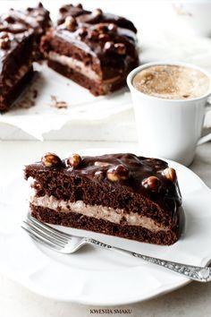 gianduia cake with milk chocOlate mousse & hazelnuts Vegan Chocolate, Chocolate Desserts, Chocolate Cake, Cupcakes, Cupcake Cakes, No Bake Chocolate Cheesecake, Food Cakes, Let Them Eat Cake, Yummy Cakes