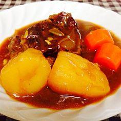 牛肉のスネ肉をコトコト煮込むこと2日間! 絶品シチューができました スネ肉は安くてお財布にも優しい(笑) - 14件のもぐもぐ - ビーフシチュー by Uchiyama Yumiko