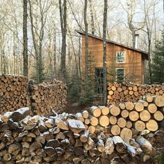 All I Need is a Rustic Little Cabin in the Woods Photos) - The Woodworking Enthusiasts Little Cabin, Little Houses, Cabins In The Woods, House In The Woods, Cabins And Cottages, Small Cottages, Log Cabins, Small Houses, Creature Comforts