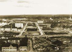 Panoraama Kallion kirkon tornista pohjoiseen. Keskellä Kallion urheilukenttä. Signe Brander 1912.