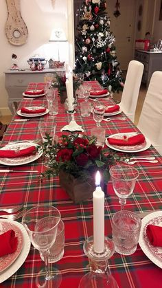 Easy Christmas Decorations, Christmas Lanterns, Christmas Tablescapes, Christmas Tea, Christmas Centerpieces, Simple Christmas, Christmas Holidays, Dining Room Table Centerpieces, Dining Table