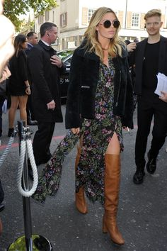 Model Abbey Clancy styled her boho maxi dress with knee-high cognac colored boots and a black fuzzy jacket. She looks every bit the modern-day boho rocker. Boho Style Dresses, Boho Dress, Nice Dresses, Abbey Clancy, Topshop Unique, Dress Hairstyles, Over The Knee Boots, Spring Summer Fashion, Boho Fashion