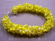 Beaded Bracelet tutorial excellent pics seed beads any colour would be great Love it! Must try! #ecrafty