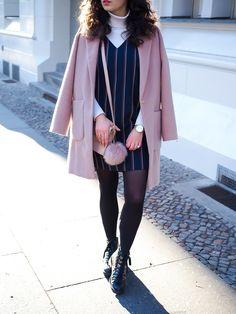 pink oversize coat blush mantel oasis layering dress winter turtleneck and dress boots uterque outfit inspiration winter berlin casual everyday blogger modeblog berlin samieze