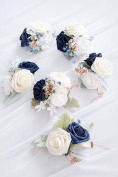 Eucalyptus Flower Runner with led Light - Ivory Floral Wedding, Diy Wedding, Wedding Flowers, Wedding Ideas, Dream Wedding, Wedding Aisle Decorations, Wedding Wreaths, Hand Flowers, Foam Roses