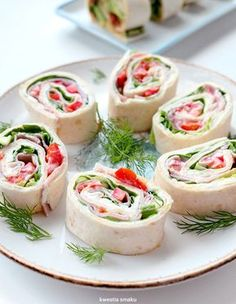 Tortilla z szynką Party Finger Foods, Party Snacks, Appetizers For Party, Savory Snacks, Snack Recipes, Polish Recipes, Food To Make, Food And Drink, Lunch