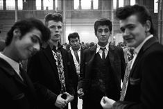 Teddy Boys - Y oung men (and women) who dressed up in neo-Edwardian fashions, were seen as dangerous. Teddy Boys, Teddy Girl, Teddy Boy Style, Boys Style, Rockabilly Men, Rockabilly Fashion, Fotojournalismus, Youth Subcultures, Photographer Portfolio