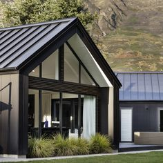 A modern take on the ski chalet, this black-clad home made from Stria cladding is perfection!