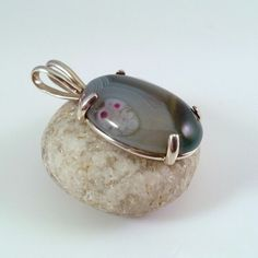 Sterling silver pendant with agate stone