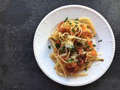 Chicorée, Möhren und Speck kombiniert mit Pasta und einem kräftigem Parmesan - ein Stück Pastahimmel und ganz schnell fertig.
