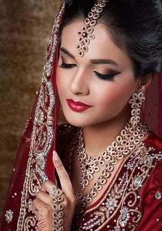 Indian Bridal Eye Makeup - Famous Last Words Indian Wedding Makeup, Bridal Eye Makeup, Indian Bridal Fashion, Wedding Makeup Artist, Bride Makeup, Hair Makeup, South Asian Bride, Braut Make-up, Asian Bridal