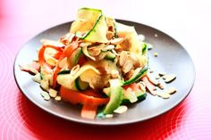 Sałatka z cukinią | Zucchini salad | Przepisy kulinarne - Codogara.pl http://www.codogara.pl/9649/salatka-z-cukinia/