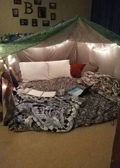 Cozy Blanket Fort – Most Comfortable Things Sleepover Fort, Fun Sleepover Ideas, Sleepover Activities, My New Room, My Room, Soirée Pyjama Party, Indoor Forts, Indoor Camping, Cool Forts