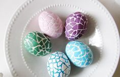 On ne fait pas d'omelette sans casser des œufs! Chaque fois que vous faites bouillir des œufs de Pâques, il y en a quelques-uns qui cassent. Pas de panique!