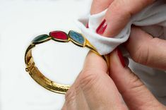 Come pulire i gioielli vintage: cura e manutenzione #senzatempojewelry#vintagebijoux#vintagestyle#bijouxvintage#gioiellivintage#consiglipratici