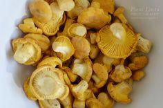 chanterelle Mountain Living, Finland, Stuffed Mushrooms, Vegetables, Yellow, Food, Stuff Mushrooms, Meal, Eten