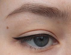 eyeliner natural look . eyeliner natural how to apply . eyeliner natural look everyday . Eyeliner Make-up, Eyeliner Hacks, Permanent Eyeliner, Makeup Tutorial Eyeliner, Eyeliner Styles, Best Eyeliner, Eye Makeup, Simple Eyeliner Tutorial, Eyeshadow Tutorials