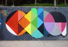 Les créations de l'espagnolOkuda, un artiste multi-facettes, à l'aise dans le street art ou le land art comme sur toile ou en galeries, où il réalise ses
