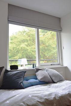 Vouwgordijn Teldel Verduisterend Grey In Slaapkamer Roman Blinds, Bedroom Inspo, New Room, Roman Shades, Master Bedroom, Windows, House, Inspiration, Design