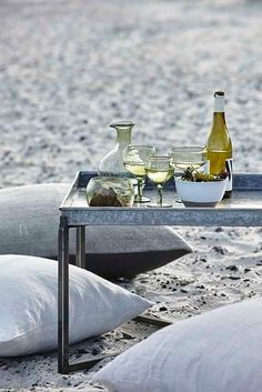Outdoor living inspiration from the SS 2017 catalogue from Danish lifestyle brand, House Doctor which focuses on a stylish yet simple look. House Doctor, Design Furniture, Plywood Furniture, Outdoor Dining, Outdoor Spaces, Outdoor Food, Slots Decoration, Beach Picnic, Backyard Picnic